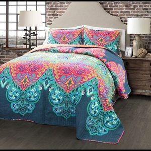 Other - 3 piece colorful summer quilt